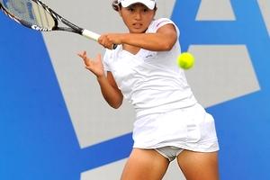 女子テニス・土居美咲(24)のマンスジがくっきり浮き出る・・・ブラチラ、パンチラも連発