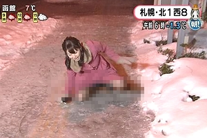 大家彩香アナが番組生放送中に雪道で転んでパンチラを披露www