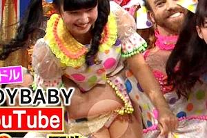Lady Baby 金子理江 ダウンタウンDXで超ミニスカの股間から割れ目に食い込んだ純白の本物パンツが丸見えパンチラ