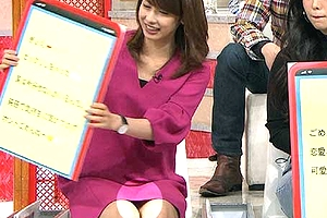 加藤綾子 ホンマでっか!?TVでミニスカの股間から割れ目に食い込んだパンツが丸見えパンチラ