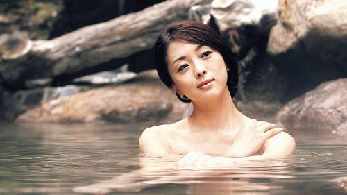 祥子の温泉ショットを初公開。「美女」と「お風呂」は無敵のタッグといえよう