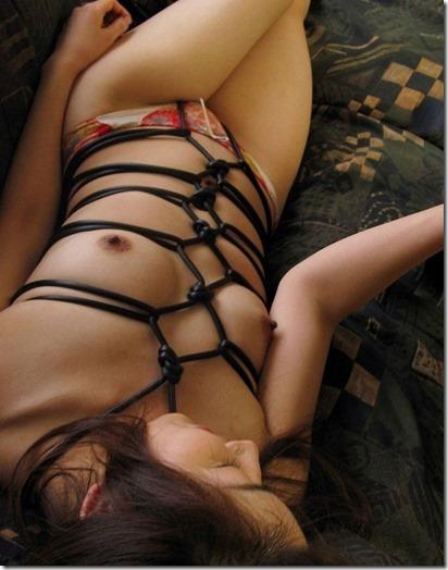 縄化粧する女の方が美しく見えるエロ画像07