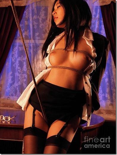 縄化粧する女の方が美しく見えるエロ画像13