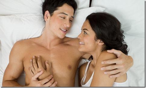 【夜の夫婦生活;海外編】絆と愛を深めるハグのエロ画像03