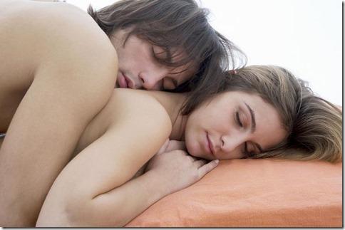 【夜の夫婦生活;海外編】絆と愛を深めるハグのエロ画像05