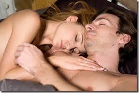 【夜の夫婦生活;海外編】絆と愛を深めるハグのエロ画像08