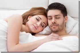 【夜の夫婦生活;海外編】絆と愛を深めるハグのエロ画像09
