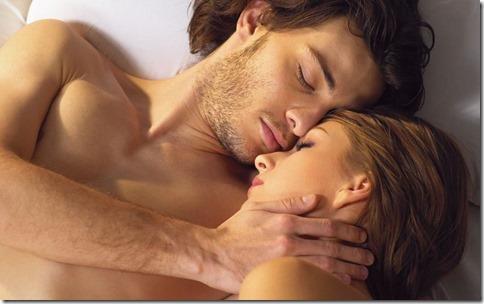 【夜の夫婦生活;海外編】絆と愛を深めるハグのエロ画像17