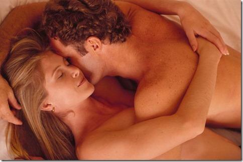 【夜の夫婦生活;海外編】絆と愛を深めるハグのエロ画像19