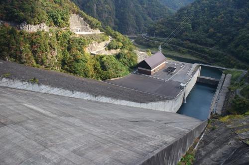 揖斐川川上り 徳山発電所
