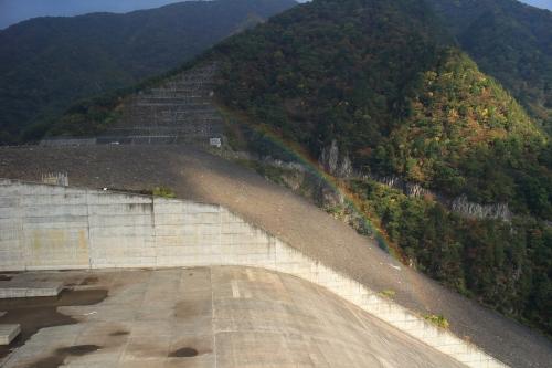 揖斐川川上り 徳山ダムと虹