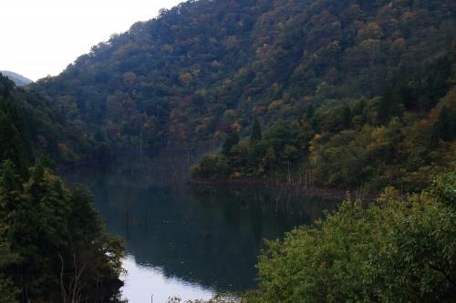 揖斐川川上り 旧塚集落上流の徳山湖
