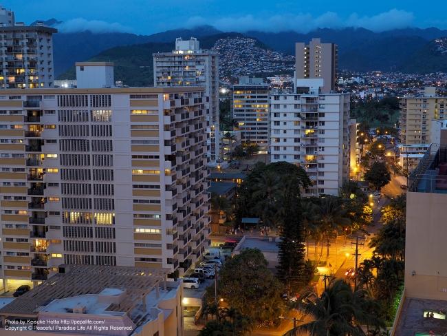 ハワイの夕暮れ(山側)