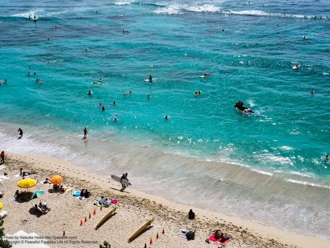 ハワイの海はエメラルドグリーン