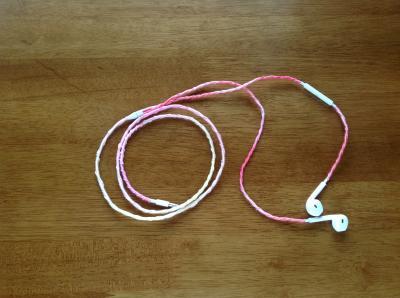 刺繍糸イヤホン コードクリップ 3