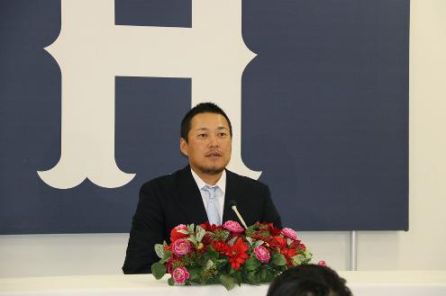 【カープ】松山、500万円増で更改 チーム引っ張る宣言「3割、25本、打点100」