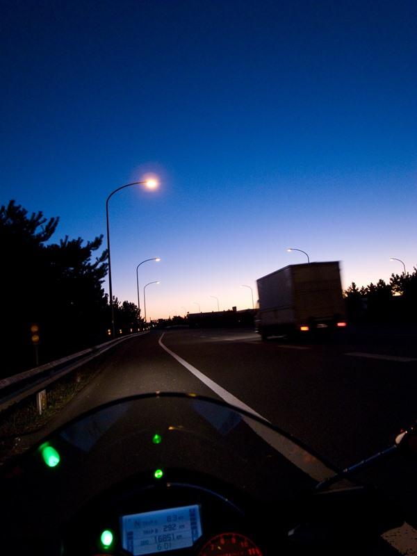 東名高速の朝1