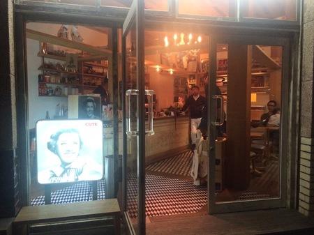 コーヒー屋入口
