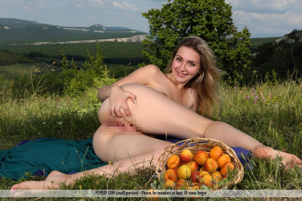 Milena J. - JUICY FRUIT 02