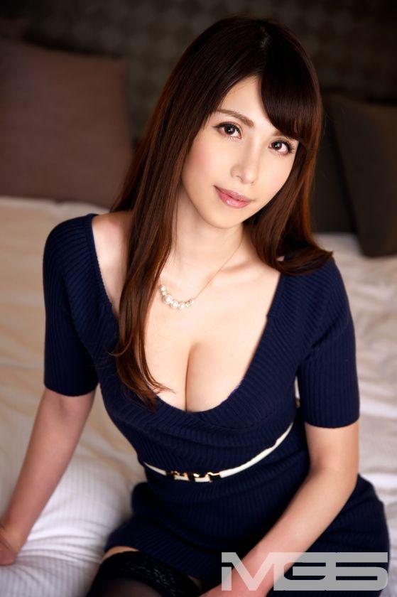 江川真希 36歳 社長秘書 01