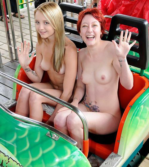 【野外露出画像】海外じゃ全裸の女が街中に溶けこんでるんだが…捕まらないの?