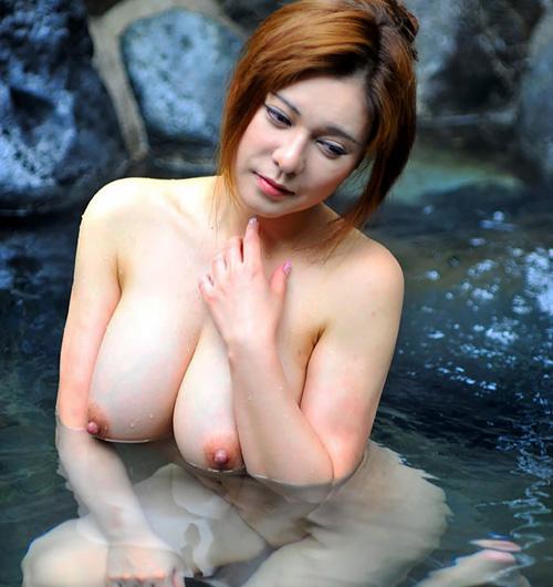 混浴露天風呂でおねえさんのおっぱいと景色を見ながら癒やされたい!