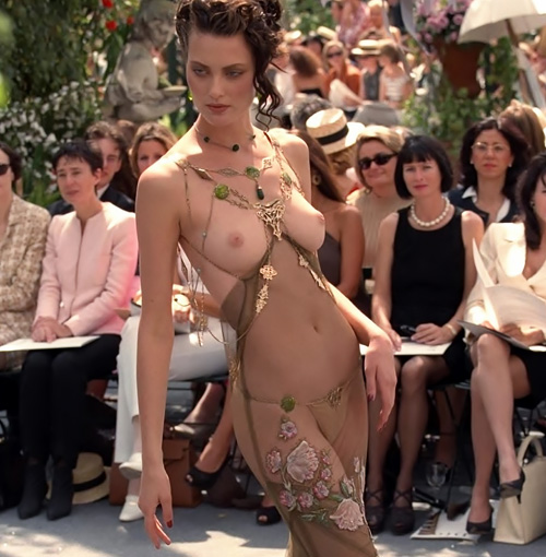 スーパーモデル、シャロム・ハーロウがファッションショーで見せたオッパイ画像の大きいサイズwww