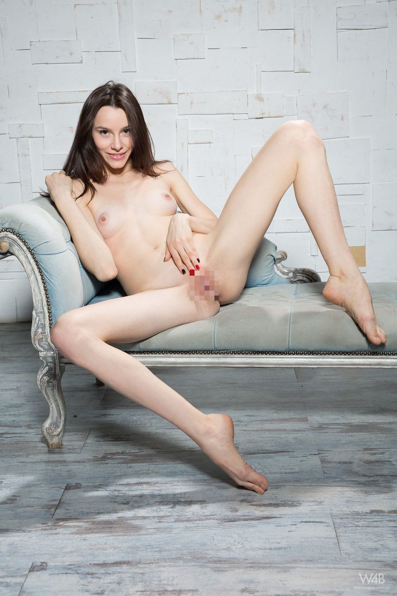 Olyvia - STRICT BEAUTY 01