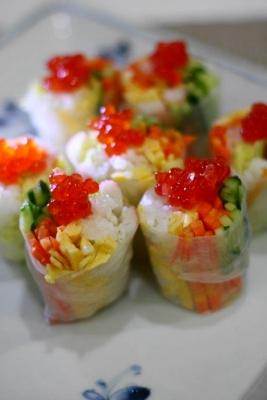 イクラとカニカマの生春巻き寿司b