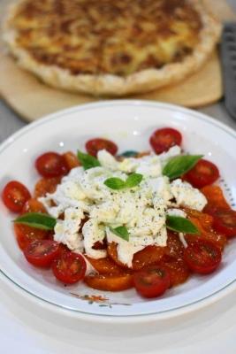 完熟柿とモッツァレラチーズのカプレーゼ