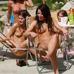 全裸女子会パーティーしてる西洋女性のヌード画像