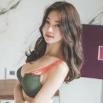 韓国巨乳美女 Jung Yun セクシーランジェリー画像