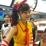 台湾のマクドナルドに美少女コスプレ店員と話題