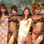 東京オートサロン2016のAIWAブースでコンパニオンがスケスケ衣装【動画あり】