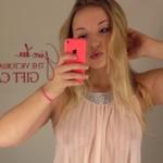 Dove Cameron(ダヴ・キャメロン) スケ乳首の自分撮り画像