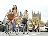 香港美女 ロンドン「World Naked Bike Ride」 全裸ヌード画像 5
