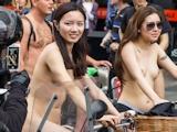 香港美女 ロンドン「World Naked Bike Ride」 全裸ヌード画像 7