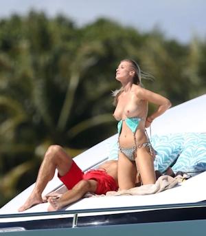 Joanna Krupa(ジョアンナ・クルパ) ビキニ&トップレス画像 6
