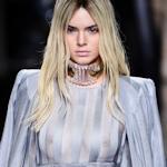 アメリカ美女モデル Kendall Jenner(ケンダル・ジェンナー)がファッションショーでスケ乳首