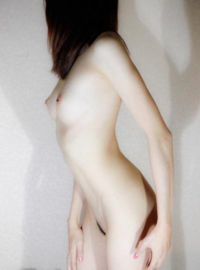 スレンダー美微乳極上美女 ヌード画像 9