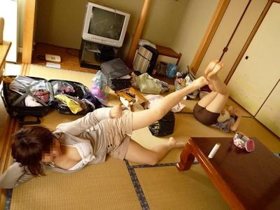 旅行中女同士で悪ノリして撮影したセクシー画像 1