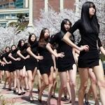 韓国のモデルクラスの女子大生がウォーキングの授業を受けてる画像