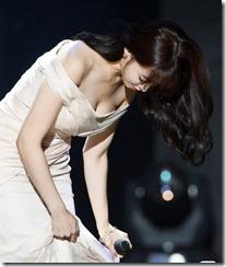 Hahm Eun-jung-271105 (4)