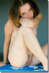 nude-280125