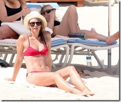 Maria-Sharapova-in-Red-Bikini-280329 (8)