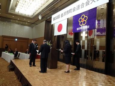 山森さんの表彰を祝いました。