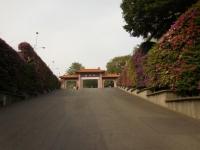 佛光山正門を見上げる151204