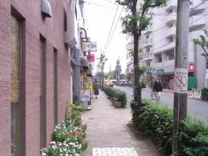 100時間カレーB&R東高円寺店西側歩行者視界性