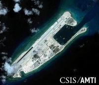 20151028_中国_南沙諸島_滑走路の建設が進むスービ(渚碧)礁(200x171)