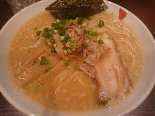 s麺屋悟六の背脂こってり味噌ラーメン (1)